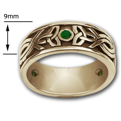 Celtic Band ring / Emerald in 14k Gold