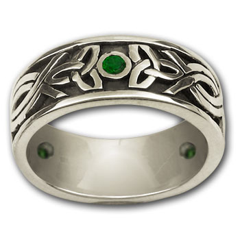 Celtic Band ring / Emerald in Sterling Silver