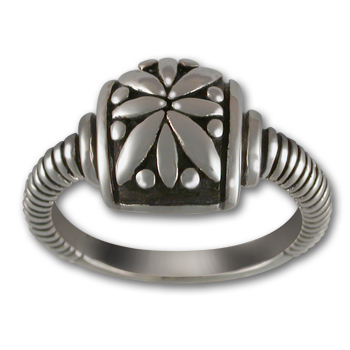 Striking Ring in Sterling Silver